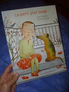 Le petit gilet beige - Des ronds dans l'O - Les lectures de Liyah